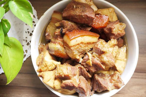 五花肉卤豆干的做法