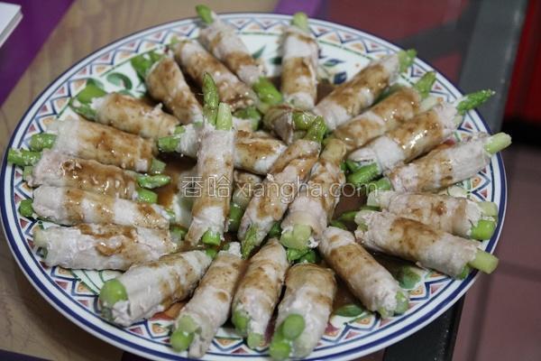 风芝麻芦笋猪肉卷的做法