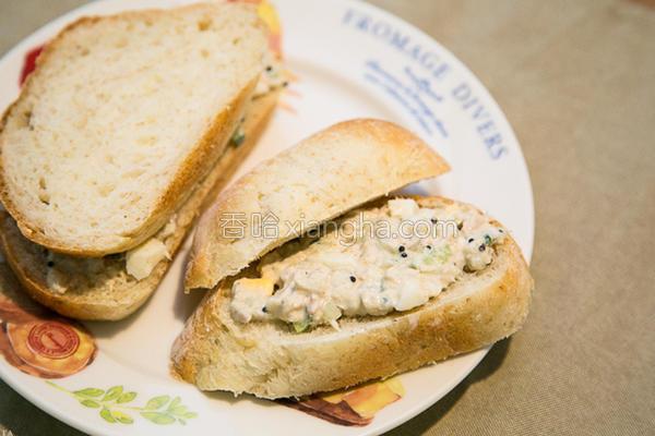 鲔鱼沙拉奢华的做法