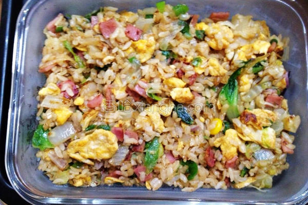 火腿蛋炒糙米饭的做法