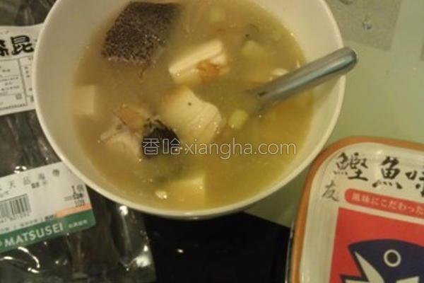 味噌鲜鱼豆腐汤的做法