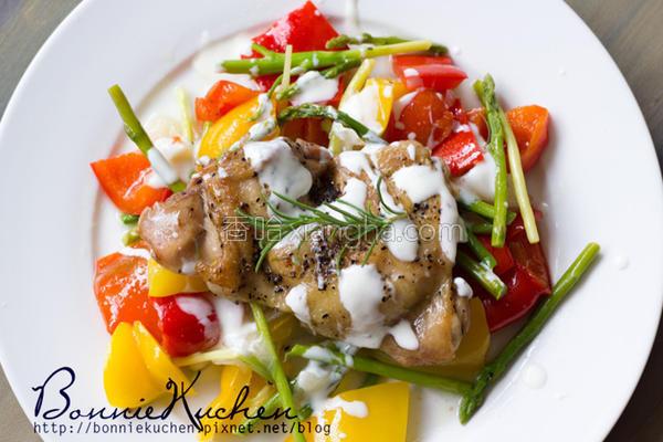 迷迭香鸡肉拌鲜蔬的做法