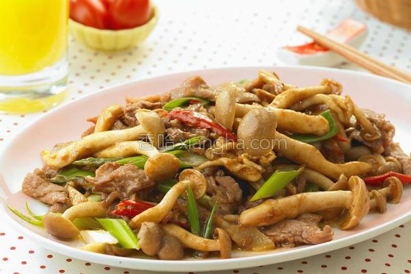 沙茶牛肉炒海鲜菇的做法