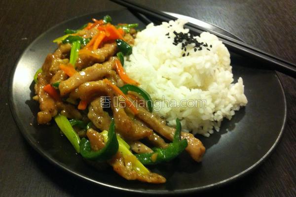 青椒肉丝烩饭的做法