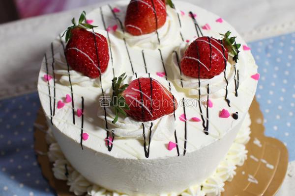 春日草莓生日蛋糕的做法