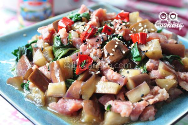 蚝油香肠炒茄丁的做法