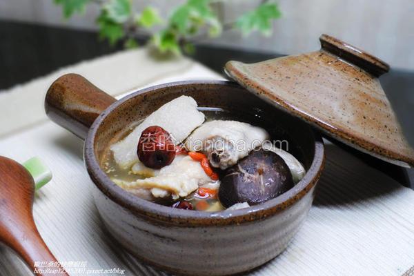 竹笙香菇鸡汤