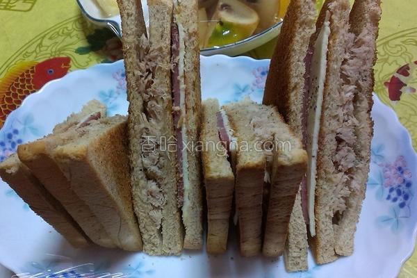 总汇三明治的做法
