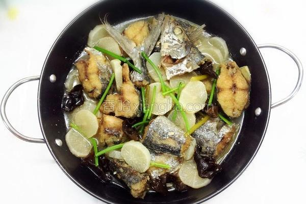 白萝卜焖鱼的做法