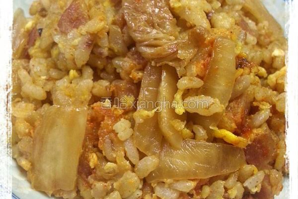 泡菜香肠蛋炒饭的做法
