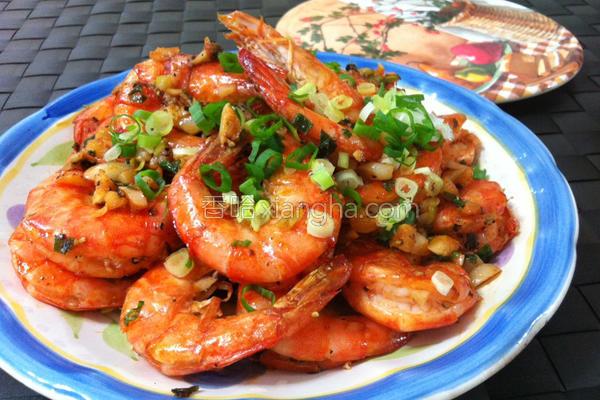 蒜香奶油盐焗虾的做法