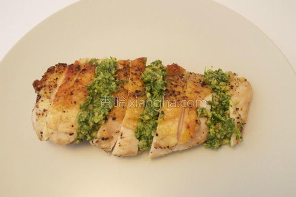 香煎鸡胸肉佐青酱的做法