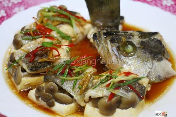 清蒸百菇鲈鱼的做法