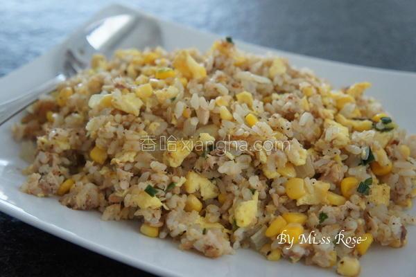 鲔鱼蛋炒饭的做法