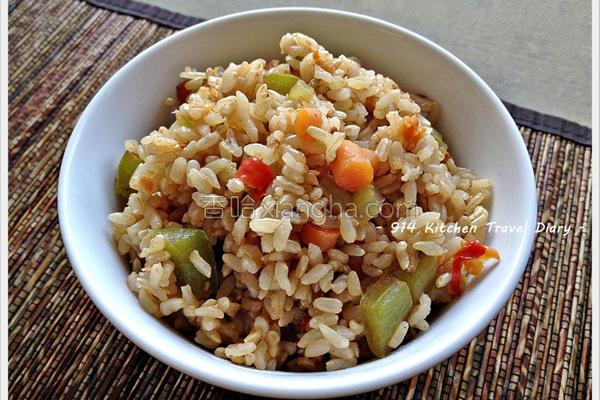 菜圃蔬食糙米炒饭的做法