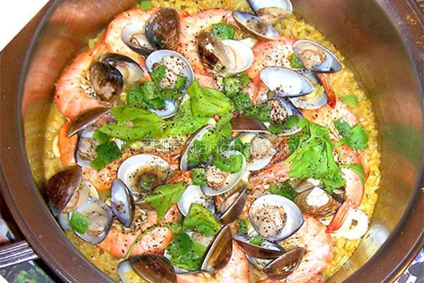 姜黄海鲜炖饭的做法