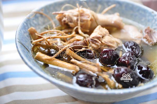 9尾草红枣炖鸡的做法