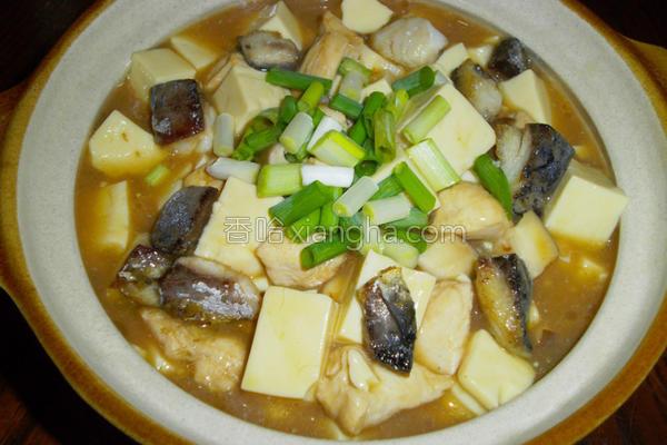 咸鱼鸡粒豆腐煲的做法