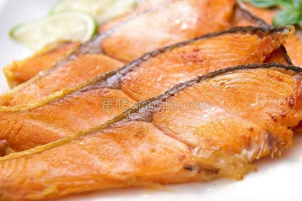 香煎鲑鱼切片的做法