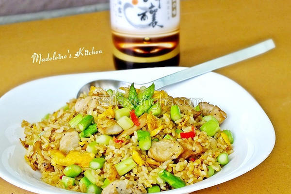 芦笋鸡粒炒饭的做法
