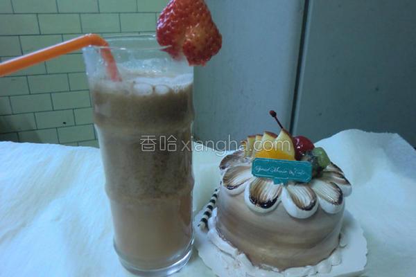 特调草莓奶茶的做法