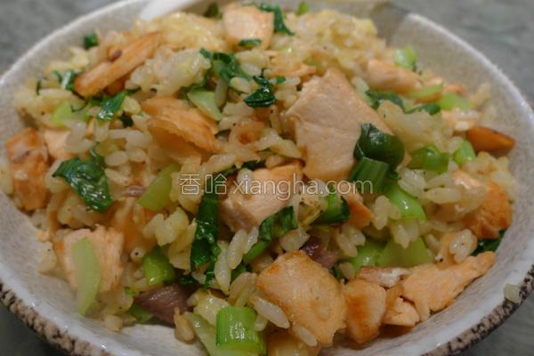 鲑鱼黄金炒饭的做法