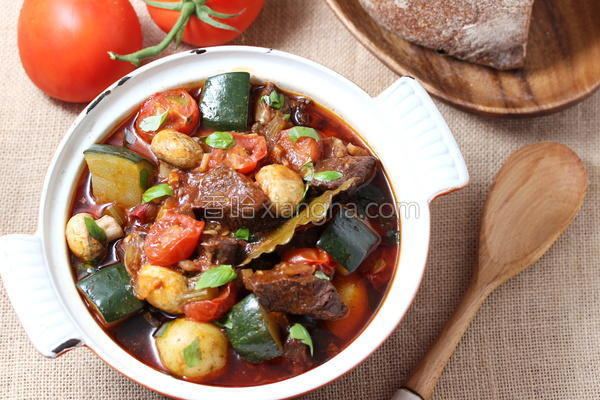 番茄蘑菇炖牛腩的做法