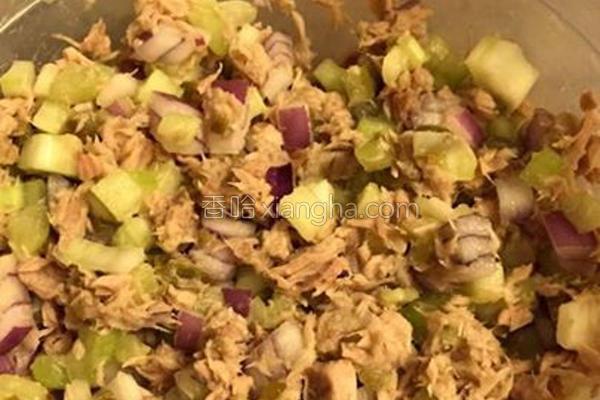 蜂蜜柠檬鲔鱼沙拉的做法