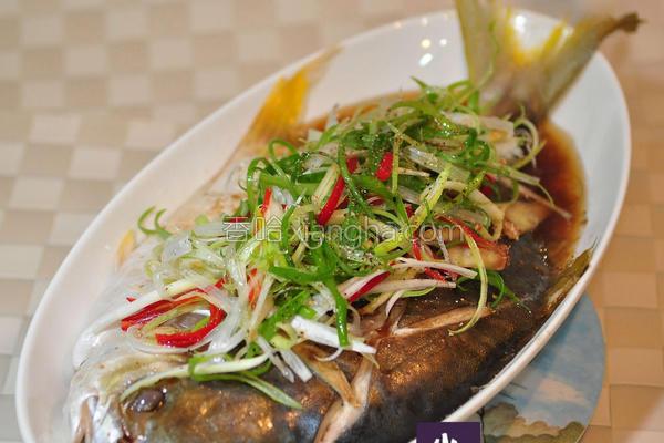 年菜清蒸金鲳鱼的做法