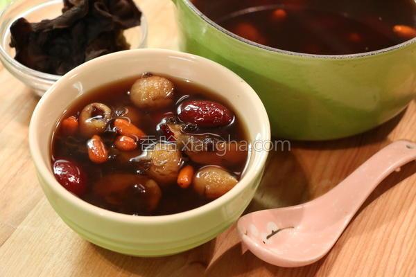 黑木耳红枣桂圆汤的做法