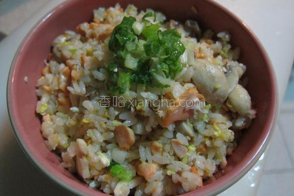 鲑鱼蘑菇炒饭的做法