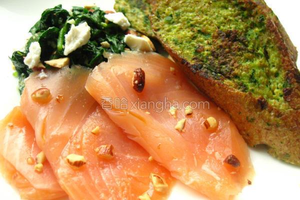 菠菜佐烟燻鲑鱼的做法