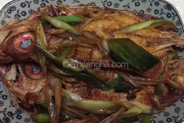 蒜苗红烧鱼