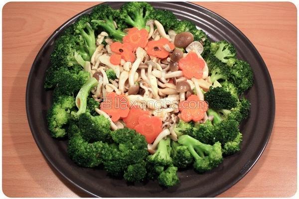 菇菇炒花椰菜的做法