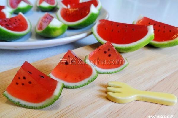 西瓜儿草莓果冻的做法