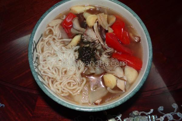 素食香椿蔬菜汤面的做法
