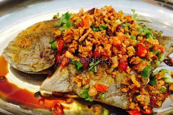 香脆鲳鱼的做法