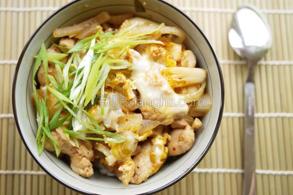泡菜蘑菇鸡肉丼的做法