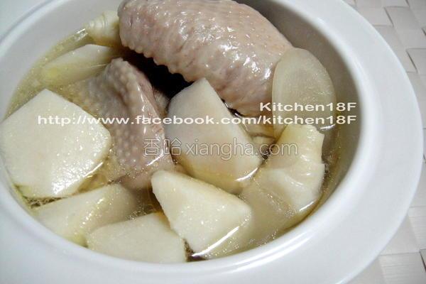 绿竹笋炖鸡汤电锅的做法