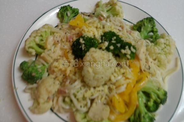 白酱培根蔬菜面的做法