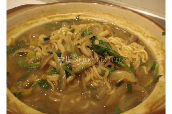 绿咖哩汤面的做法