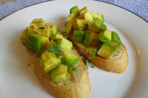 酪梨酱佐法式面包的做法