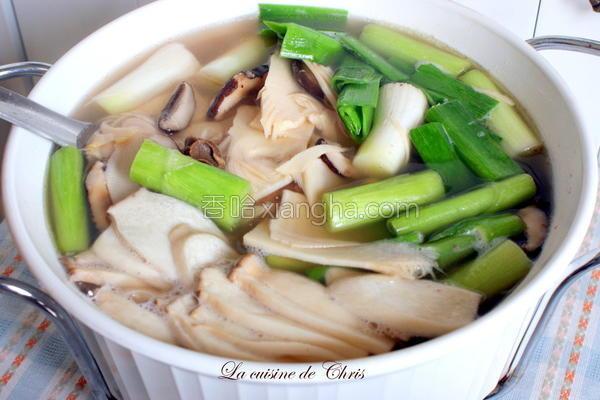 冬笋鱿鱼蒜汤的做法