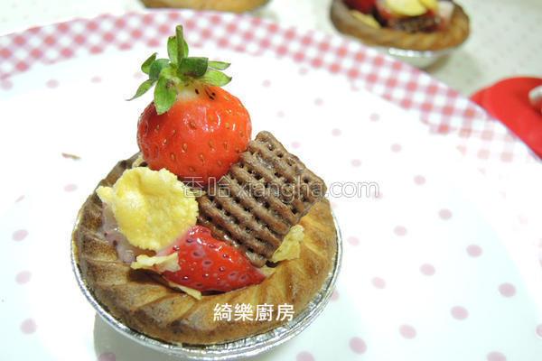 草莓炼奶脆片塔的做法