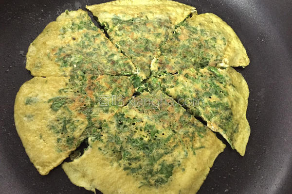芹菜叶煎蛋的做法