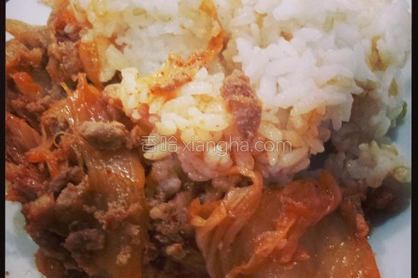 泡菜烧肉饭的做法