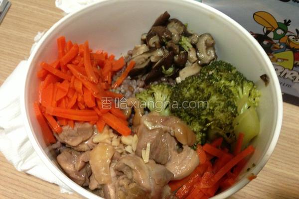 鸡肉鲜蔬糙米饭的做法