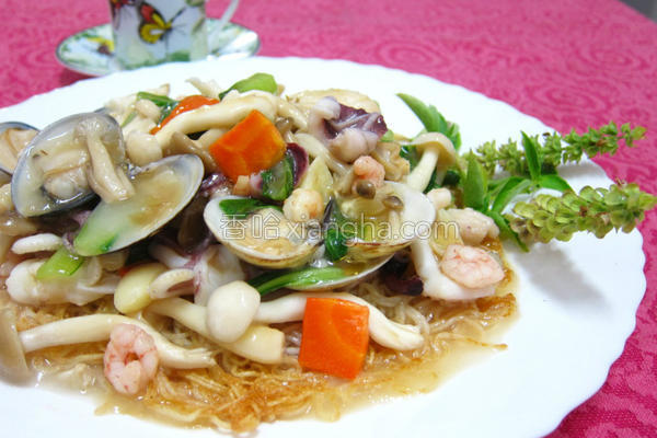 港式菇菇海鲜炒面的做法