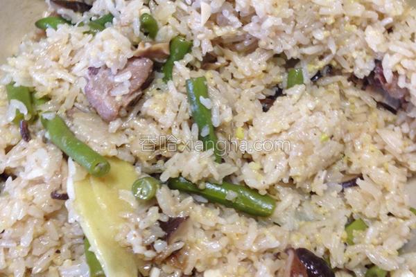 香菇豆香排骨炊饭的做法