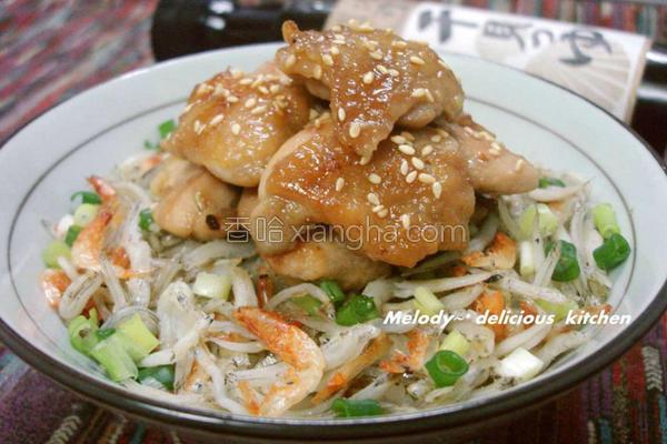嫩煎鸡肉海味拌饭的做法